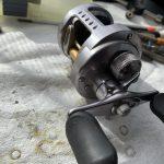 10カルカッタコンクエスト101DC オーバーホール修理<クラッチ固い、ハンドル逆転>